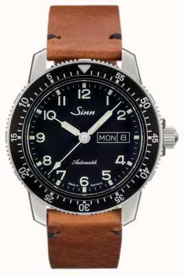 Sinn 104 st is een klassieke pilotenhorloge lichtbruine vintage koeienhuid 104.011-BL50205002401A