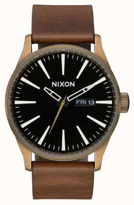 Nixon Sentry leer | messing / zwart / bruin | bruine leren band | zwarte wijzerplaat A105-3053-00